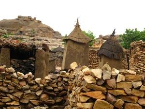 El pueblo Benimato se alza sobre la falla de Bandiagara alojando una tribu Dogon