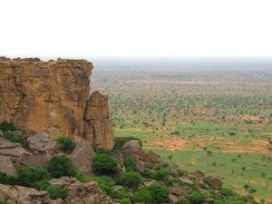 Vista de la falla del Pais Dogon y a lo lejos el paisaje del Sahel