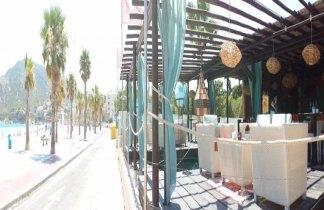 Playa y fiesta en Alicante. Encuentro single